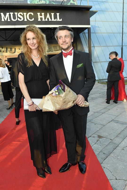 Herec Ondřej Kavan s partnerkou Josefínou Nesvadbovou