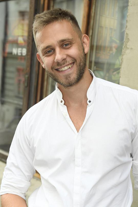 Šťastný Vincent na premiéře svého seriálu Mužketýři