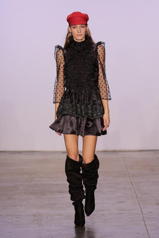 Předváděla také modelka žijící v New Yorku Věra Vávrová.