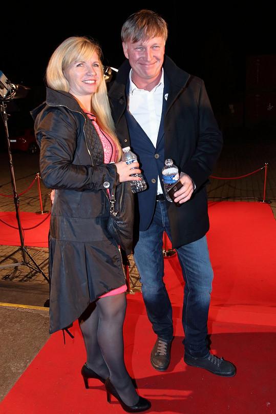 Michal Dlouhý s manželkou Zuzanou na premiéře seriálu Mamon