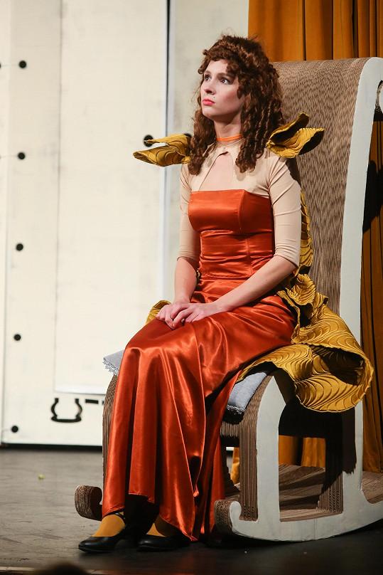 Denise to nejen sluší, ale diváci ocenili i její jevištní výkon.