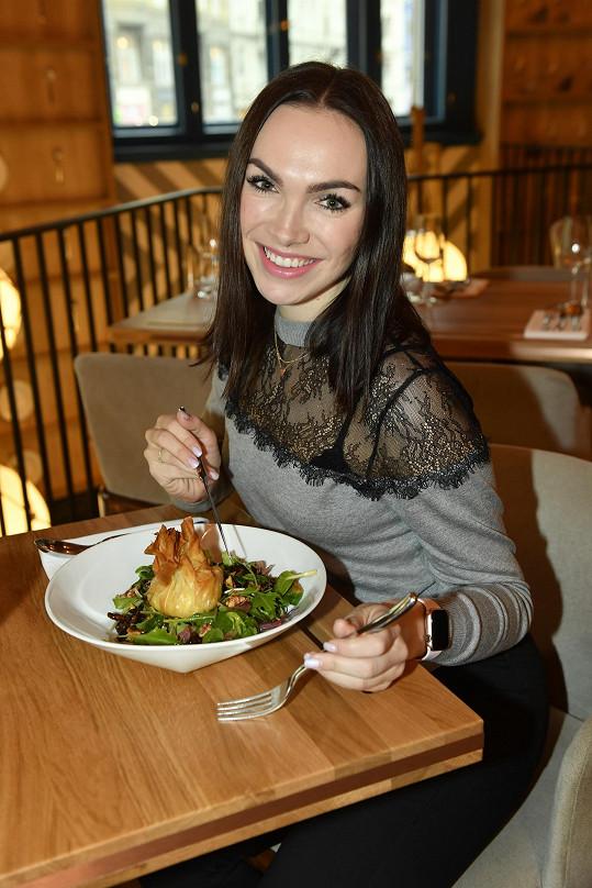 V rámci zdravého životního stylu zpěvačka denně vaří. Proto si užívá, když někdo připraví jídlo pro ni.