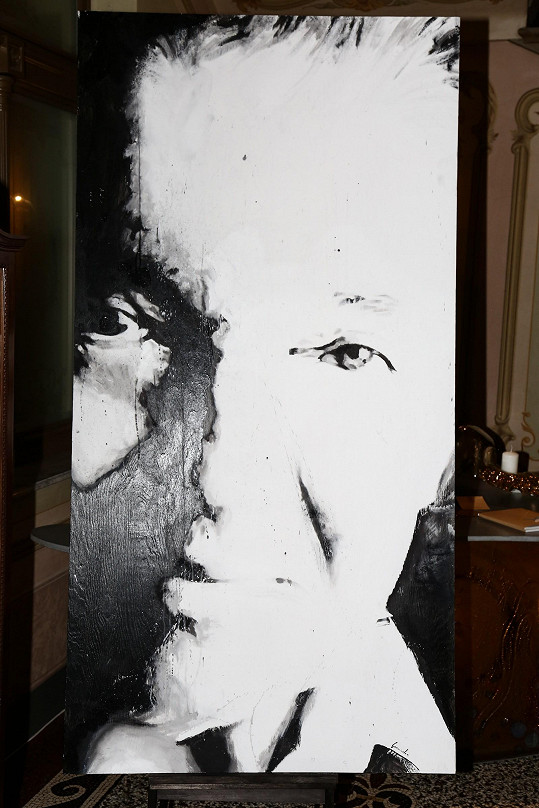 A tady je portrét Karla Gotta v detailu.