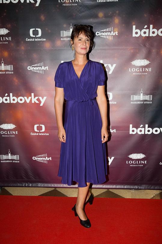 Ve filmu ztvárňuje roli záchranářky Lenka Vlasáková.