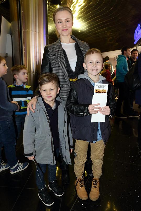 Vlastina Svátková vzala syny do kina.