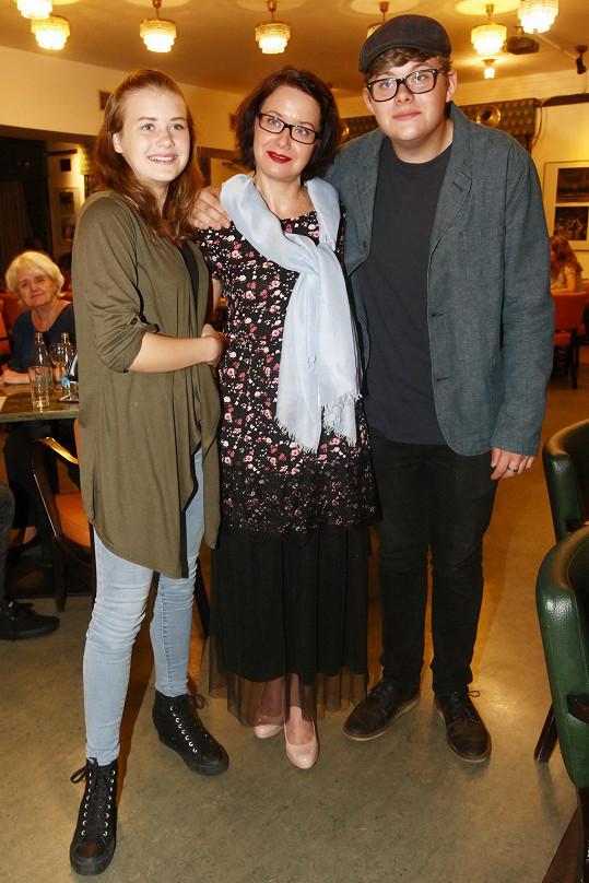 Hercova bývalá partnerka Daniela Choděrová s dcerou Hedvikou a synem Bořivojem.