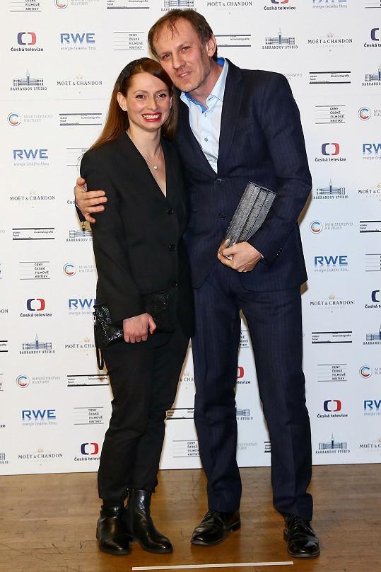 Na Cenách české filmové kritiky předávala cenu Martinu Fingerovi.