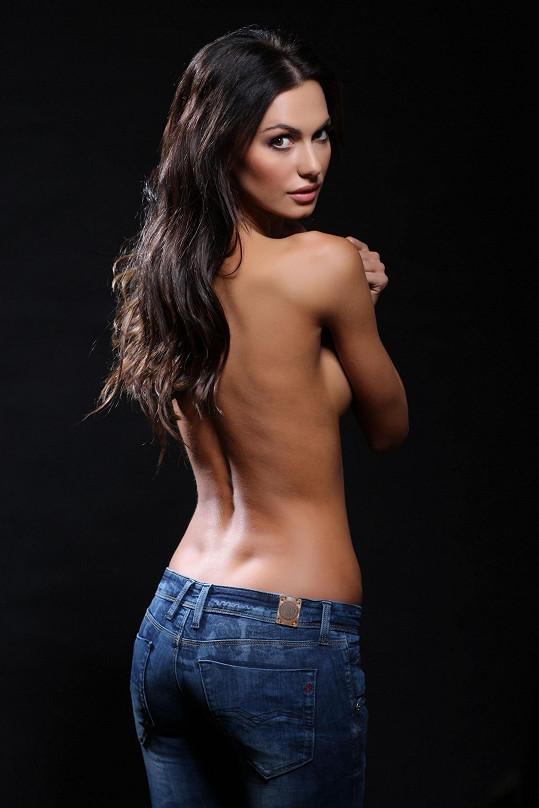 Nakonec se Bučková nechala přemluvit, když jí fotograf slíbil, že nebude vidět nic víc než záda.
