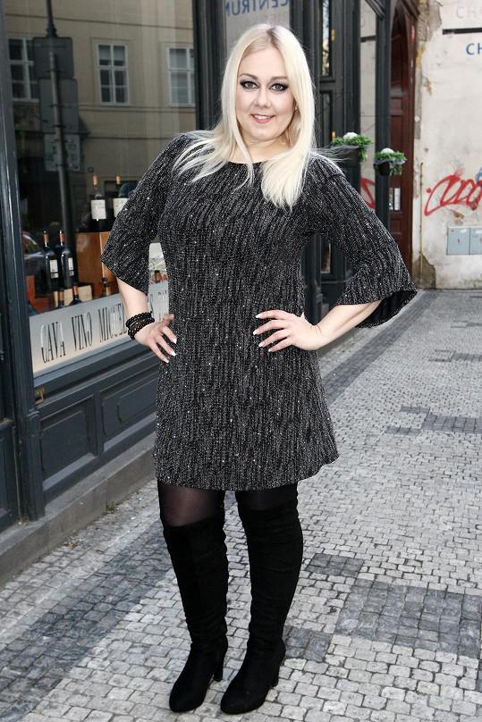 Právě pokřtila své čtvrté sólové album s názvem Nebe spí.