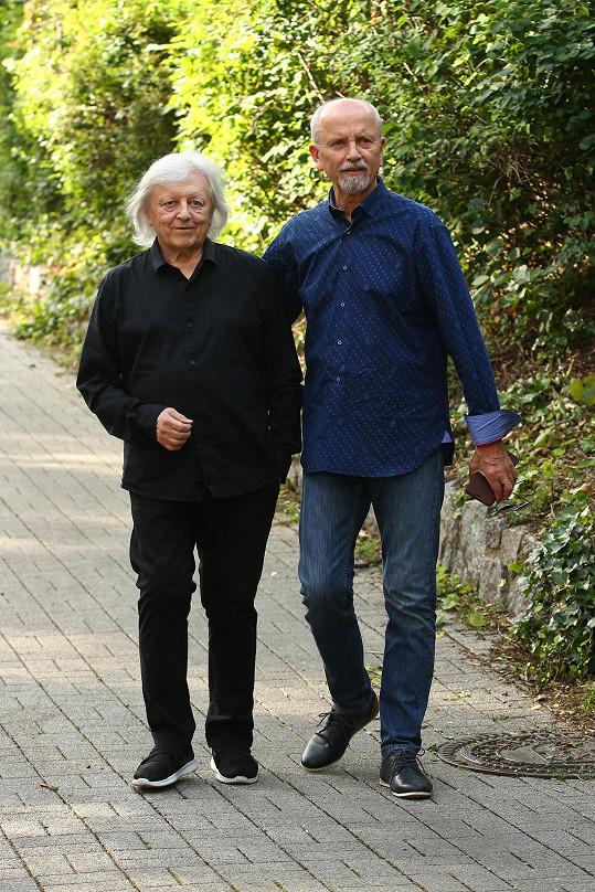 Václav Neckář s bratrem Honzou doufají, že brzy půjdou zase před publikum.
