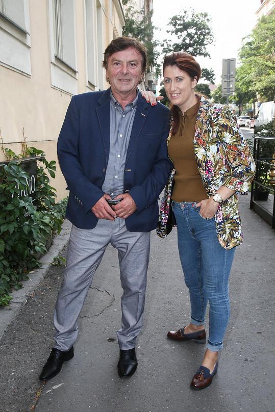 Pavel Trávníček se s Monikou objeví na divadelních prknech.