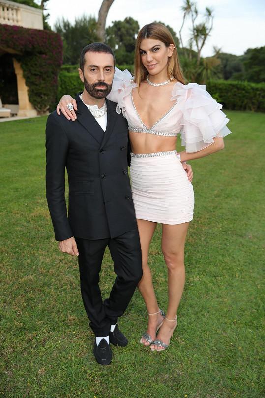 Světoznámý italský módní návrhář, mistr krásy a sofistikovanosti Giambattista Valli se v Cannes dočkal pozornosti.