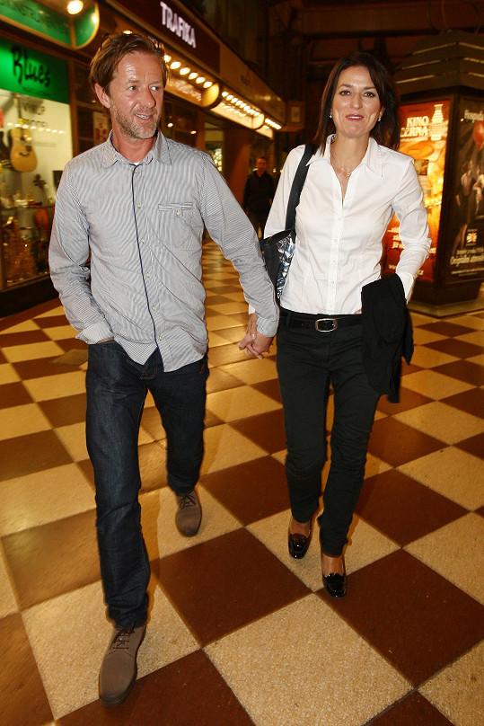 Herecký pár dorazil na filmovou prmeiéru ruku v ruce.