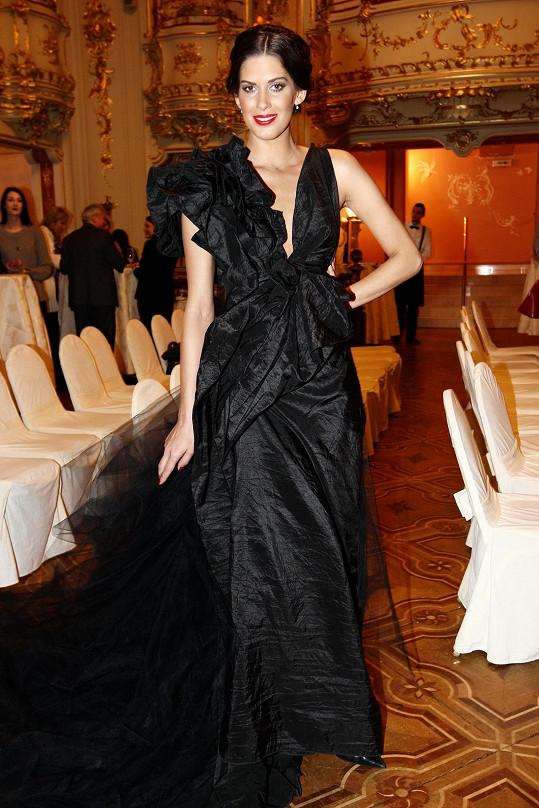 Vignerová v černých svatebních šatech