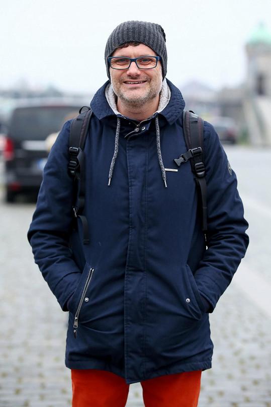 Patrik Hartl dokončil natáčení filmu na motivy své románové prvotiny Prvok, Šampón, Tečka a Karel.