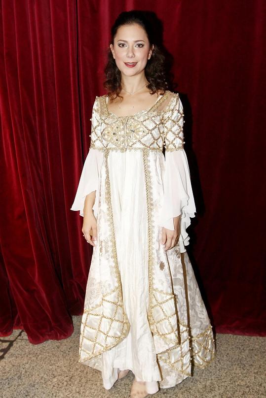 Korolová bude roli Julie alternovat se Simonou Tlustou a Nikolou Ďuricovou.