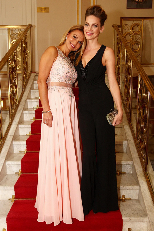 Andrea Verešová a Yvetta Blanarovičová, která moderovala koncert dětí z dětských domovů.