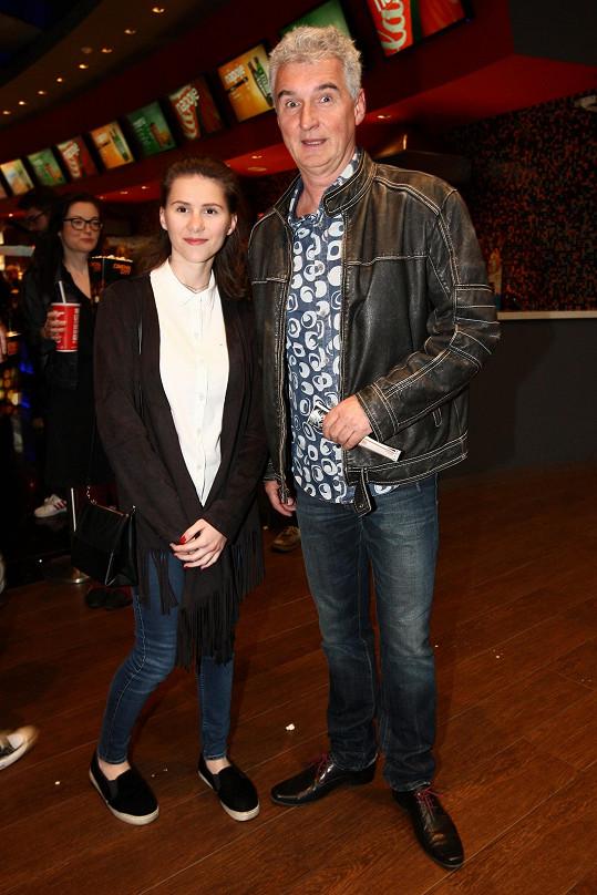 Michal Nesvadba vzal vyženěnou dceru Anetu do kina.