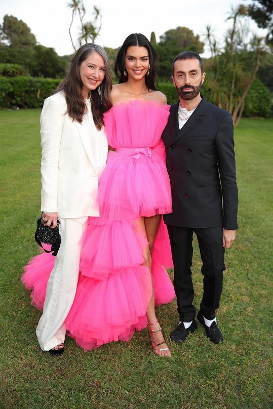 Kendall v záplavě šifonu s kreativní ředitelkou H&M Ann-Sofie Johansson a Giambattistou Vallim.