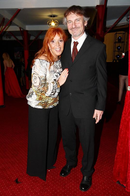 Marcela s přítelem Bohumilem Pickhartem na archivním snímku