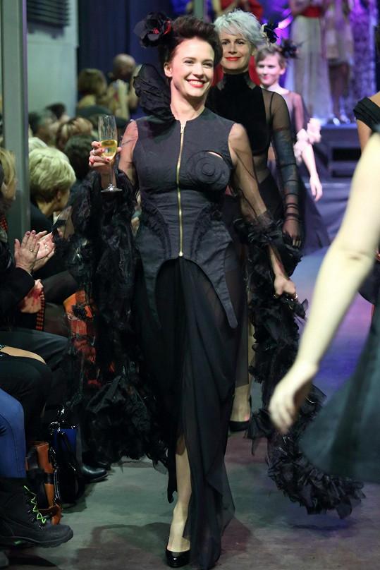 Kristýna Leichtová si módní přehlídku užívala.