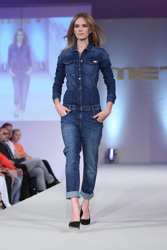 Ani tato štíhlounká modelka nemá tak malou velikost džínů jako Michaela Ochotská v šestém měsíci těhotenství.