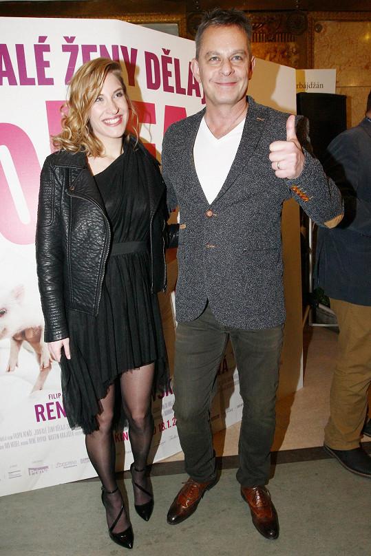Režisér filmu Filip Renč s manželkou Marií, která je krátce po porodu dcery.