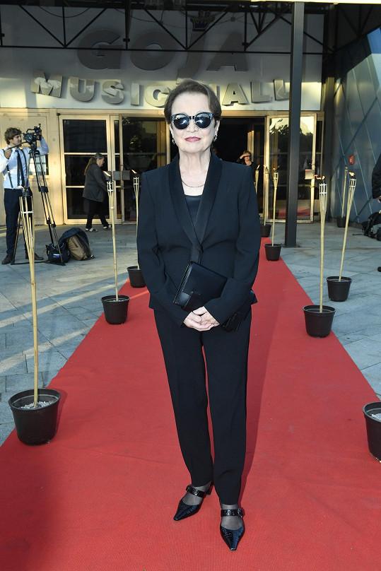 Hana Maciuchová zvolila elegantní kalhotový kostým.