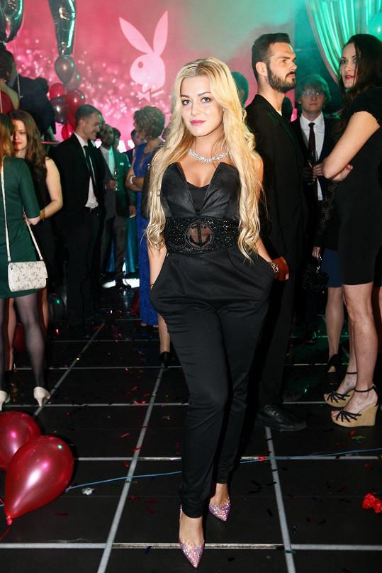 Dominika na večírku připravovaného filmu Po čem muži touží, který se nesl v duchu Playboye.