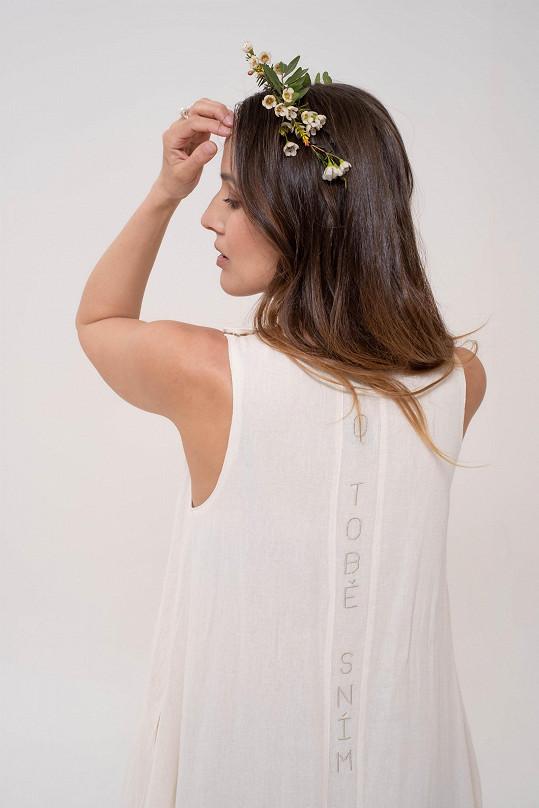 S Terezou jsme si povídali na focení kampaně šatů z kolekce Doma, kterou navrhla.
