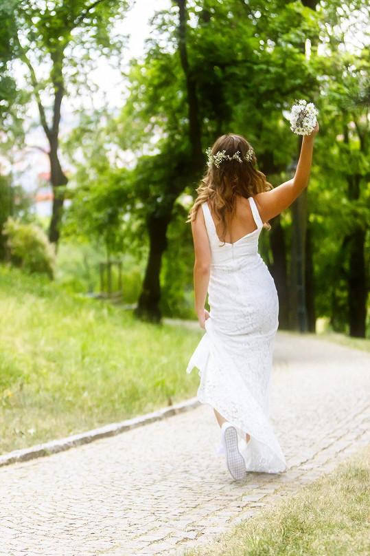 Moderátorka Kiláku jako nevěsta na útěku
