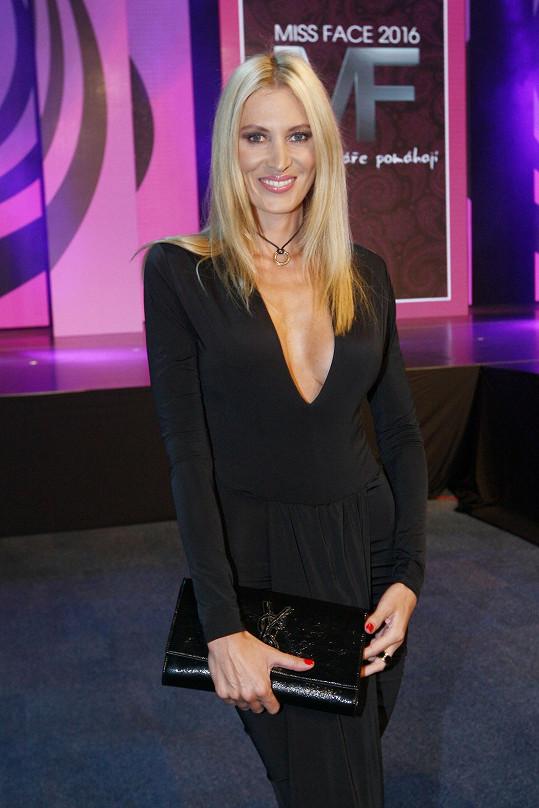 Kateřina Průšová na Miss Face dorazila v sexy šatech.
