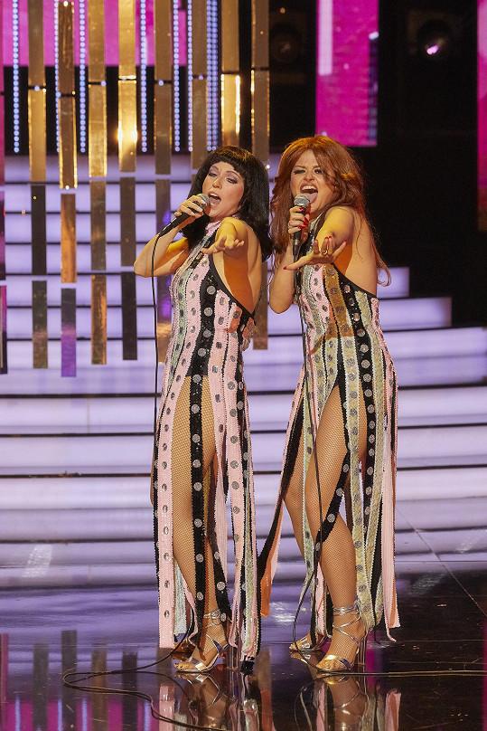 Berenika Kohoutová a Erika Stárková jako Cher a Tina Turner