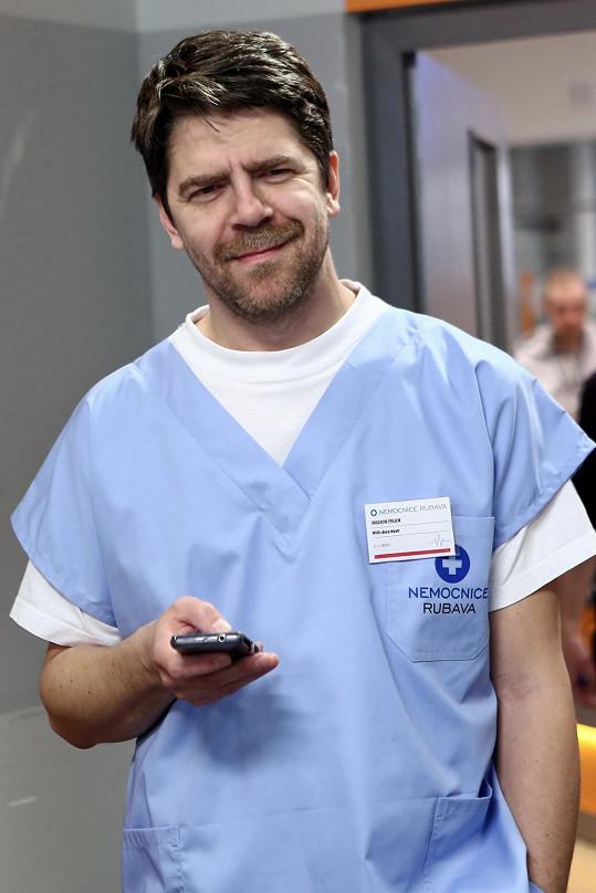 Viktor Limr je novou posilou seriálu Modrý kód.