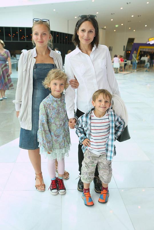 Zdeňka a její dcery Andrea (15) a Zuzanka (7) a syn Jirka (5)