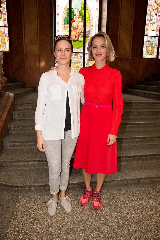 S filmovou kolegyní Bárou Polákovou, která se podle akademie řadí mezi nejlepší herečky ve vedlejší roli.