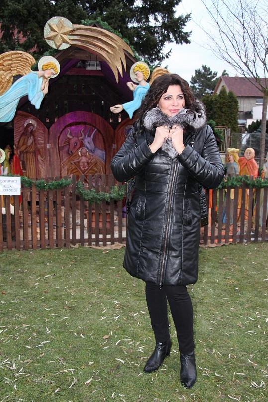 Zpěvačka první adventní neděli rozsvěcela vánoční strom ve Vestci u Prahy.