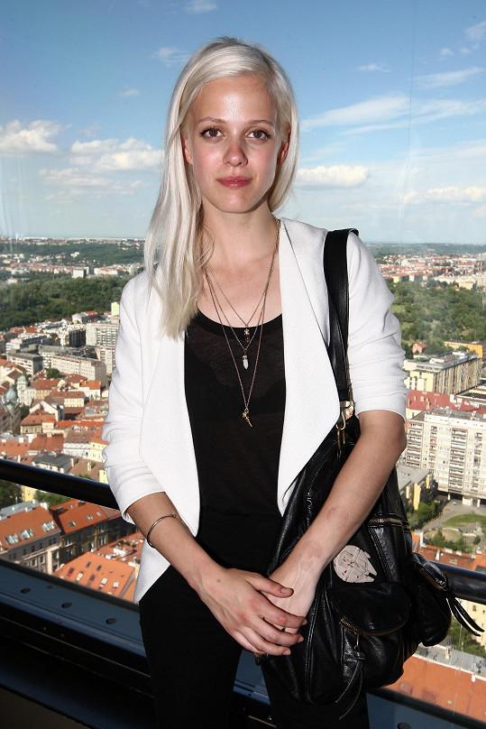 Terezie Kovalová je úspěšnou violoncellistkou. Věnuje se také modelingu.