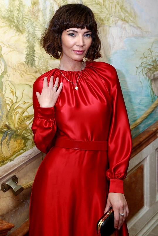 Na luxusní šperky dohlížela ochranka a přímo z Karlových Varů je odvážela speciální služba do Prahy.