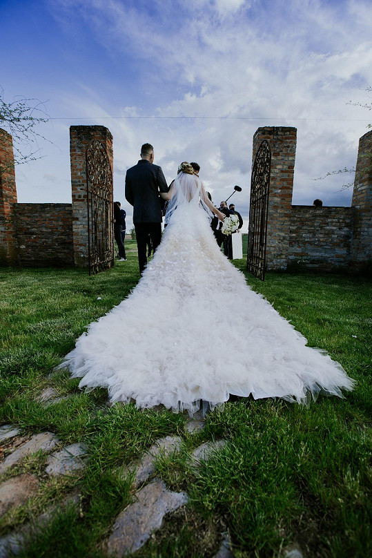 Nevěsta a její krásné šaty