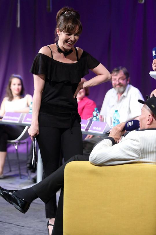 Soubojem o nejlepší hlasový projev provázela Tereza Kostková.