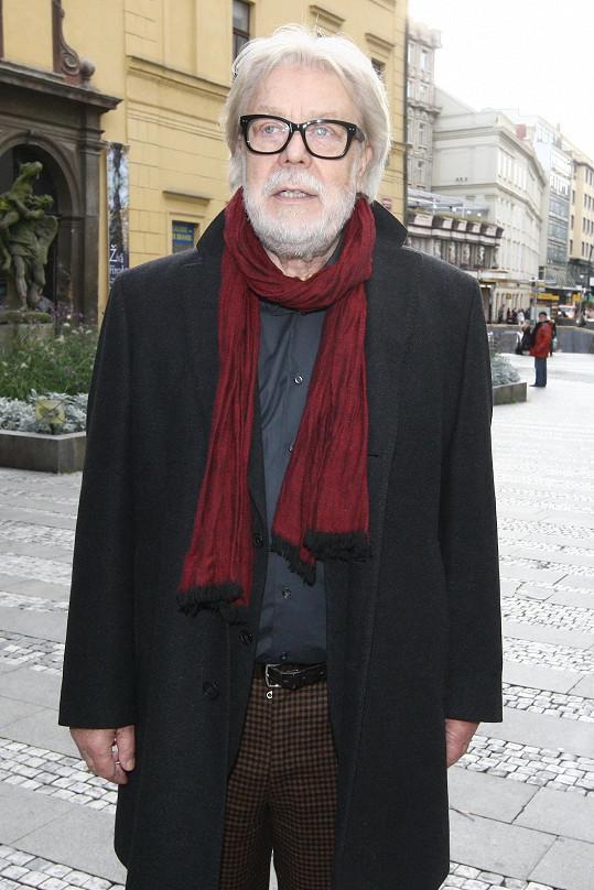Jan Kanyza už je prošedivělý muž. S brýlemi mu to sluší.