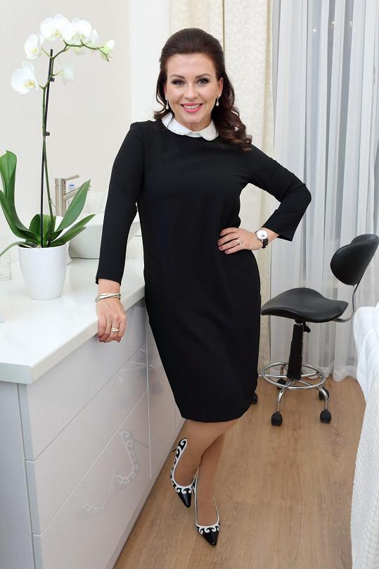 Dana Morávková tentokrát zvolila cudnější outfit.