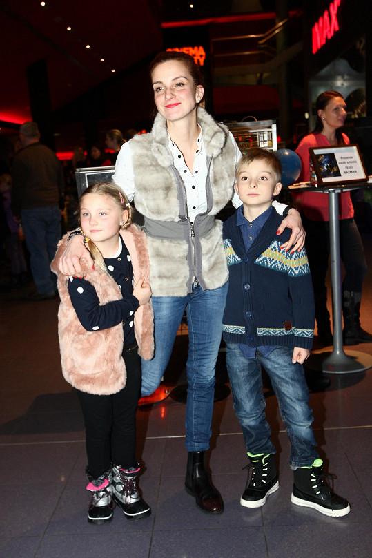 Na film přišla i Míša Maurerová se svými dvojčaty.
