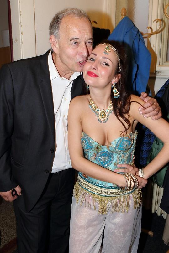 Veronika Arichteva a režisér Ivan Vyskočil slavili 80. reprízu divadelní hry Příběh jednoho hradu.