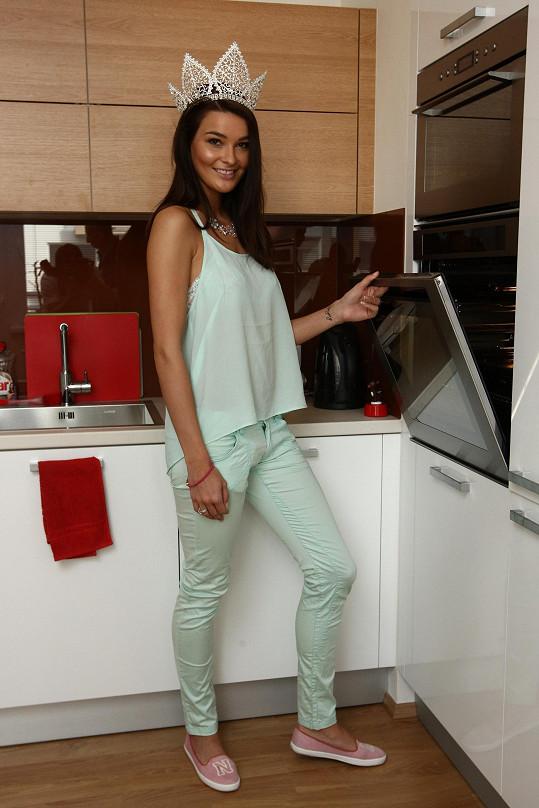 Nikol je prý zkušená kuchařka, což její přítel, sportovec, ocení.