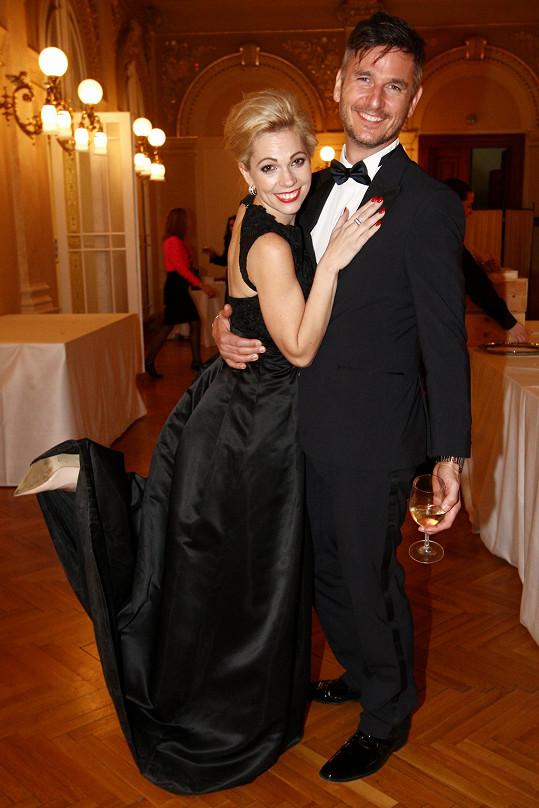 Na večírku s Lumírem Olšovským, který režíroval muzikál Sněhová královna, za který byla Nosková nominovaná na Thálii.