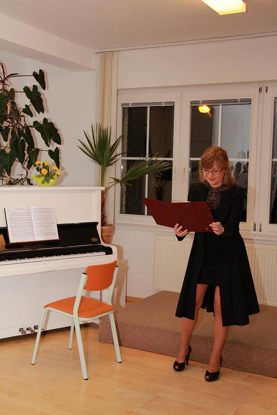 Během vernisáže Jarmila četla úryvky své vlastní prózy.