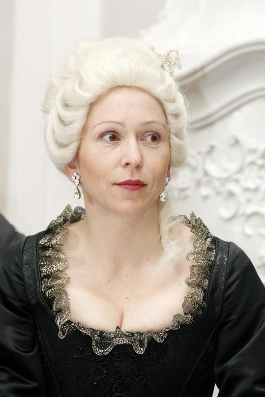 Zuzana Stivínová vystavila na odiv pořádný výstřih.