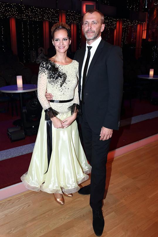 Krásná Kamila je manželkou porotce Jana Tománka.